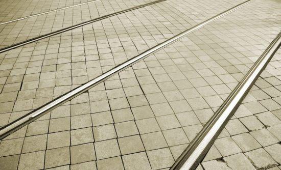 track-2150207_1920