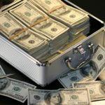 Latvija stingrāk iestāsies pret naudas atmazgāšanu, Delna aicina uzraudzīt ārzonu darījumu starpniekus